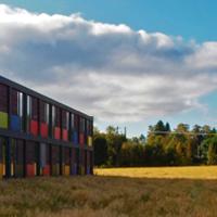 Hovedkontoret til NTNU Samfunnsforskning A/S ligger ved gamle Dragvoll gård, rett ovenfor NTNU Campus Dragvoll.